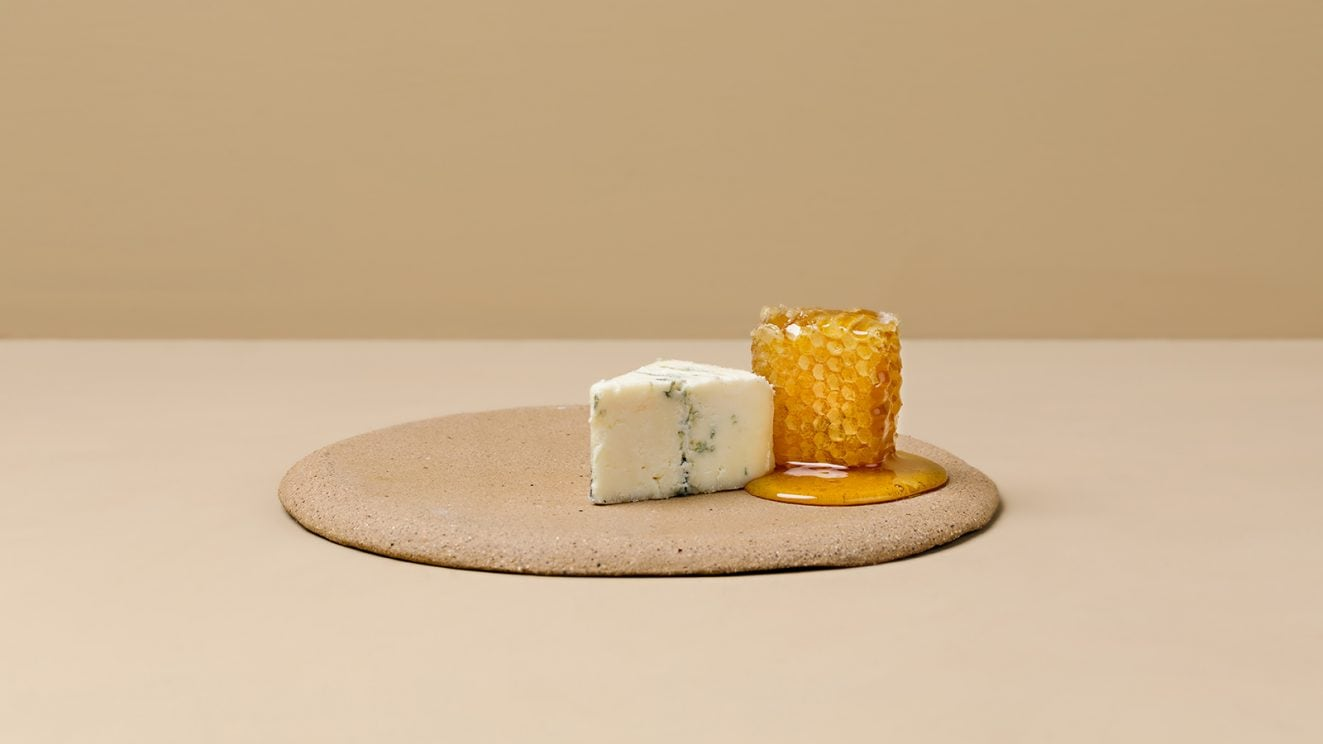 Learn_About_Honey_Honeycomb_cheese